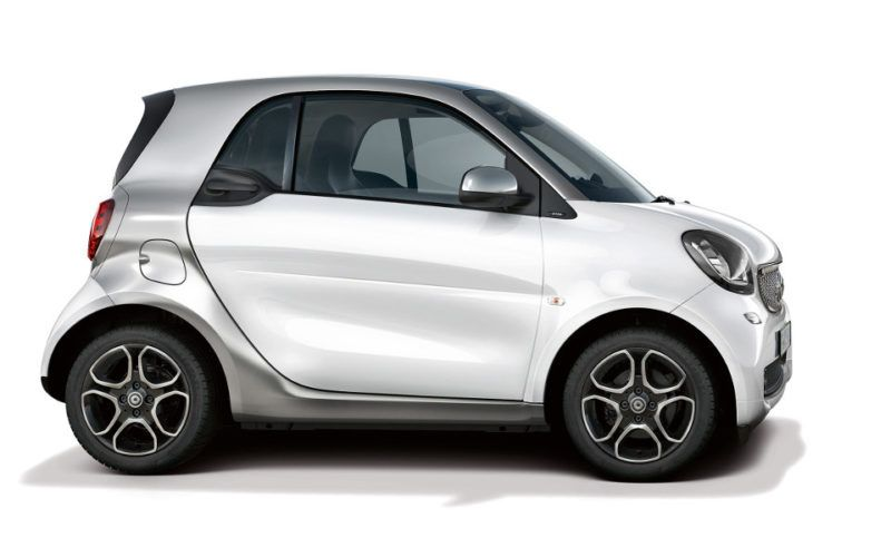 beauty shot: smart fortwo prime, side bodypanels: white tridion: cool silver radiator grille: cool silver rims: R87 copyright: full buyout